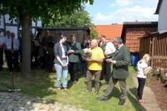 Der Vereinsvorsitzende Werner Lindemann bedankte sich bei Charlotte Kalla vom Landschaftsverband Südniedersachsen für die gute BeratungDank an Charlotte Kalla