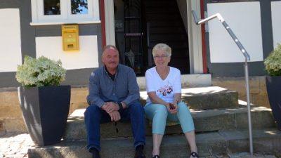 Ehepaar Peeß wartet auf Museumsbesucher